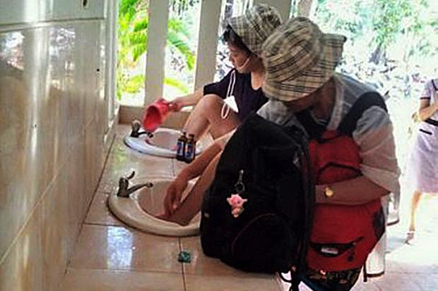 Chinese Tourist Slammed for Washing Feet in Hand Basin