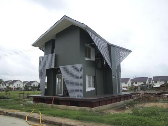 Thailand's National Housing Authority Tests Amphibious House in Ayutthaya