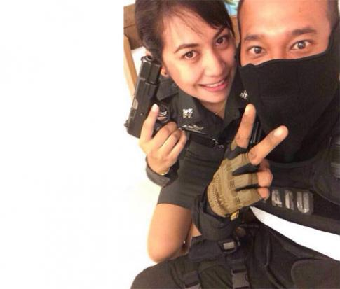 Pol Sgt Natthapong Nuan-ied and his wife, Pol Sgt Napaphat. The border patrol policeman, suspected of killing his wife, was found dead in Nakhon Ratchasima on Saturday