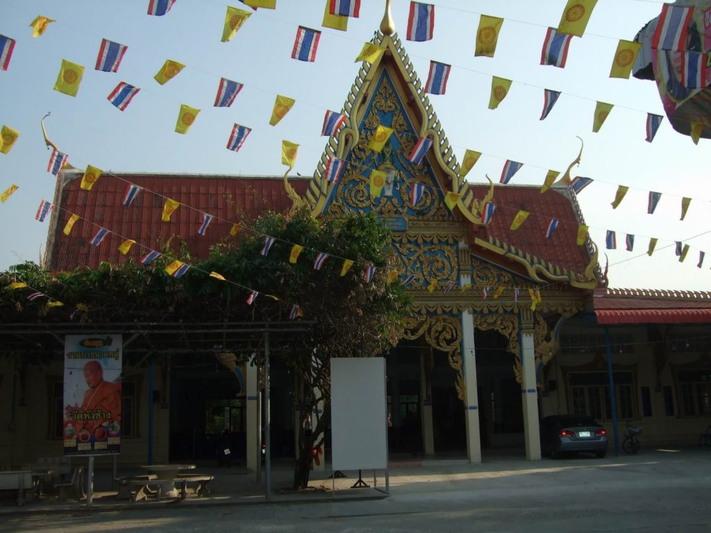 Wat Hua Chang in Lopburi province is the temple