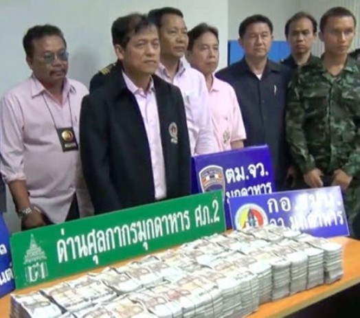 Two Laotian Nationals Arrested Smuggling 26 Million Baht in Cash