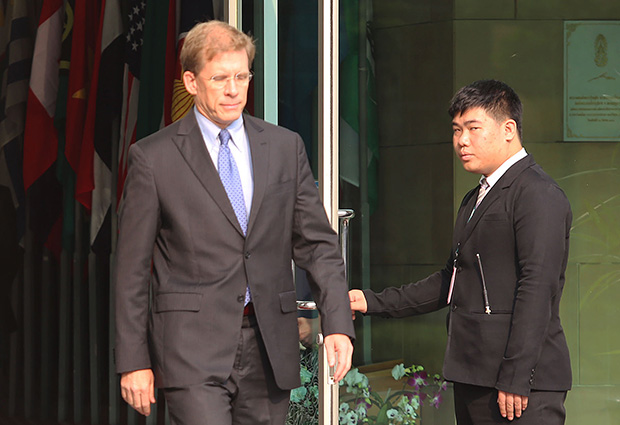 U.S. Diplomat Patrick Murphy Meets with Thai Justice Minister over Human Trafficking