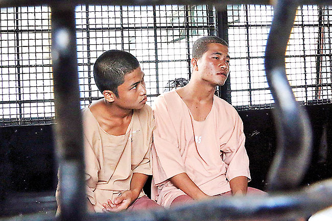 Win Zaw Htun (L) and Zaw Lin, workers from Myanmar accused of killing two British tourists