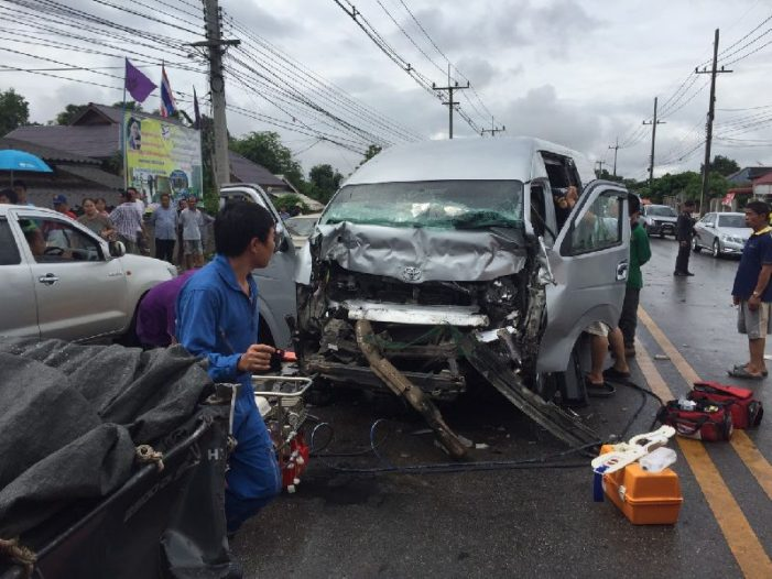 Speeding Van Driver in Chiang Rai, Slams into Truck Seriously Injuring Two Tourists