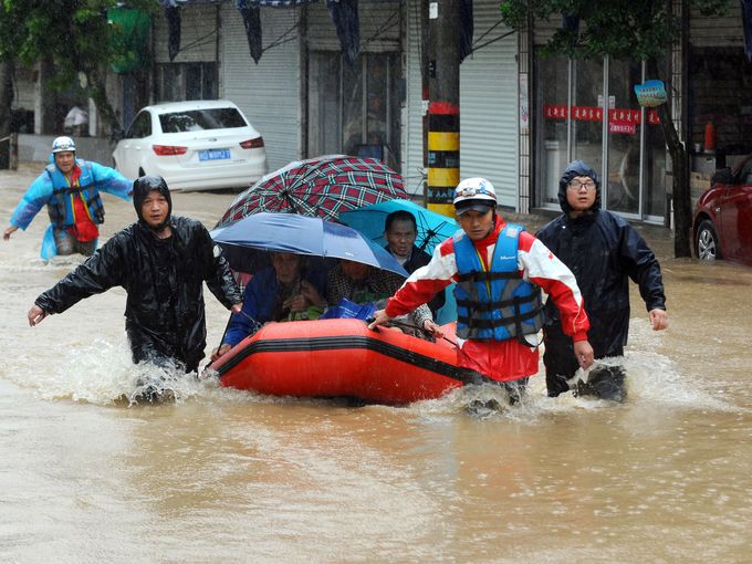 1 Million People Evacuated as Typhoon Chan-Hom Hits Eastern China