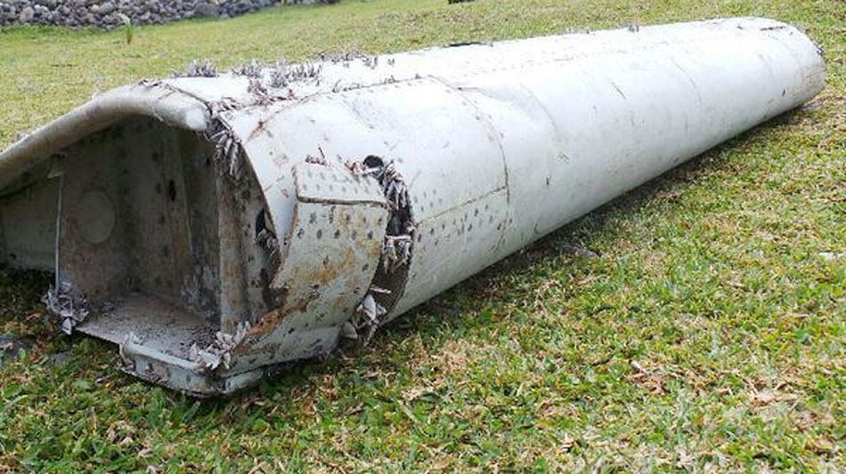 MH370. Plane debris found on the coast of Reunion