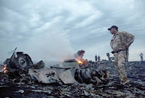 Rebels inspect crash site of Malaysia Airlines flight MH17 passenger plane