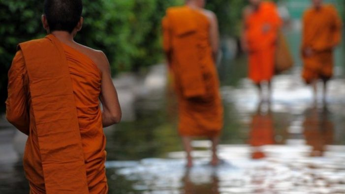 Senior Monk in Udon Thani Caught with Female Student