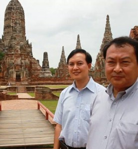 Pratheep Phengtako, director of the Fine Arts Office Region 3 in Ayutthaya, right, and an official inspect Wat Chaiwattharam in Ayutthaya on Friday. (Photo by Sunthorn Pongpao)