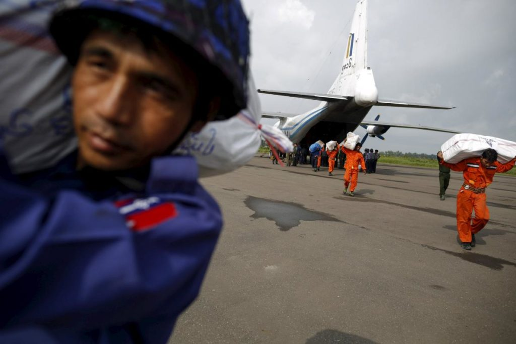 Soldiers and rescue workers unload aid from a cargo aeroplane in Sittwe airpot at Sittwe, Rakhine state,