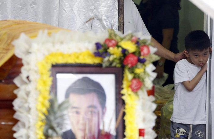 Grieving Relatives Lay Bangkok Bombing Victims to Rest
