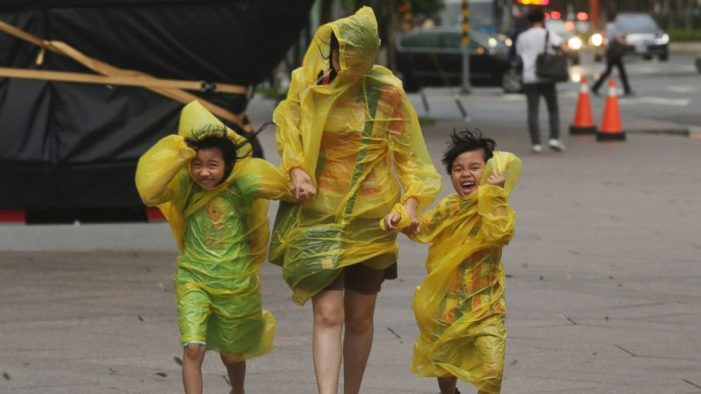 Taiwan Battered by Typhoon Soudelor,  6 dead, 4 Missing and 101 Injured