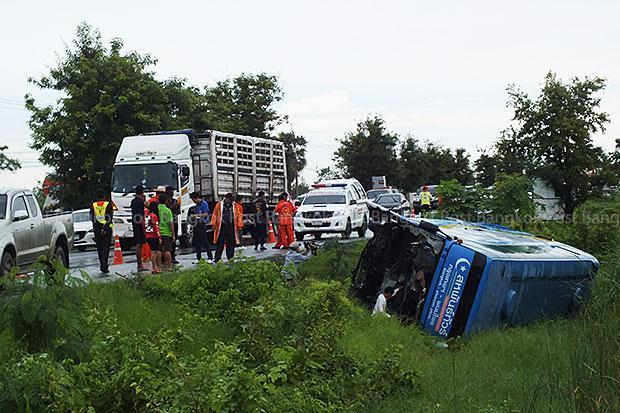 Nineteen Injured after Passenger Bus Rams into Truck and Overturns