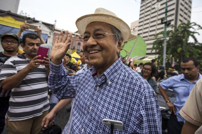 """Former Malaysian leader Mahathir Mohamad Joins """"People's Power"""" Movement to Topple  Prime Minister Najib Razak's Regime"""