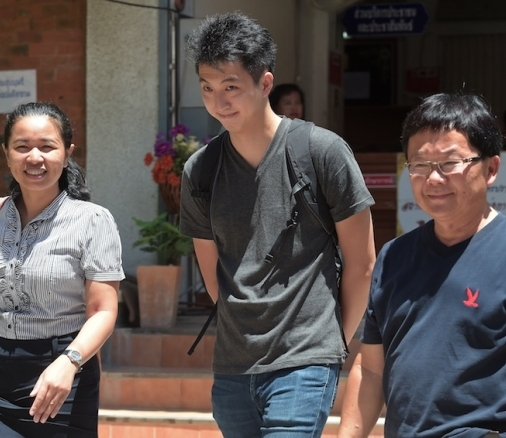 Hong Kong photojournalist Anthony Kwan Hok-chun (centre) walks with lawyers - See more at: http://www.themalaymailonline.com/world/article/bangkok-blast-detained-hong-kong-photojournalist-allowed-to-leave-thailand#sthash.aoYNtzK9.dpuf