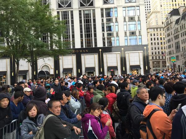 Hundred of diehards wait for their New iPhones. 5th Ave NYC