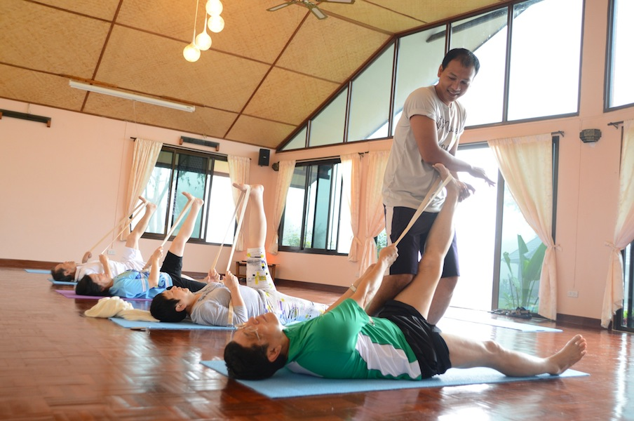 Gallery-yoga4-museflower_retreat_spa_stretching_class_group_in_butterfly_room