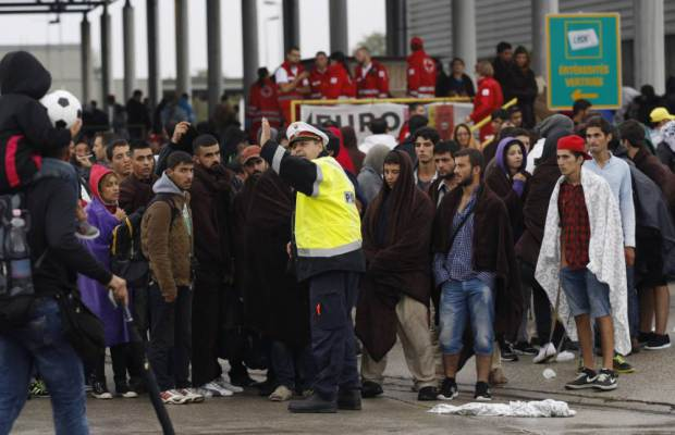 Thousands of Asylum-Seeking Migrants Pour Into Austria and Germany