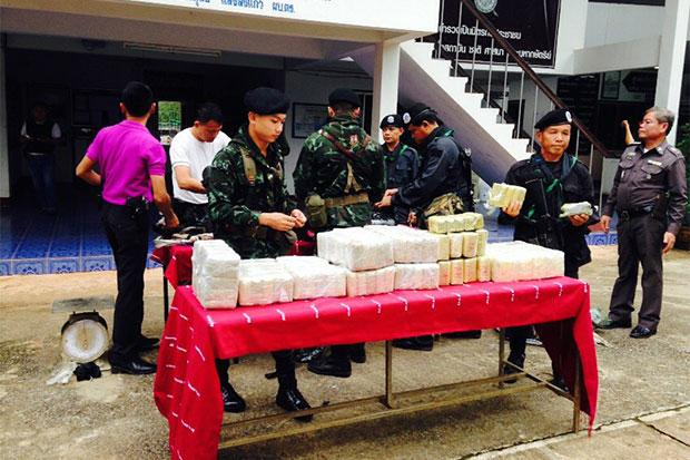Packages containing 818,000 speed pills seized from two drug suspects in Chiang Rai are shown at a press conference on Wednesday. (Photo by Chinpat Chaimon)