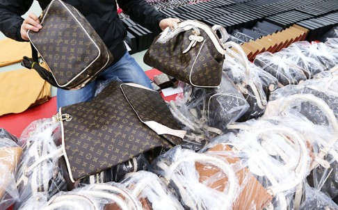 US Embassy Tips off Phuket Police over Counterfeit Goods