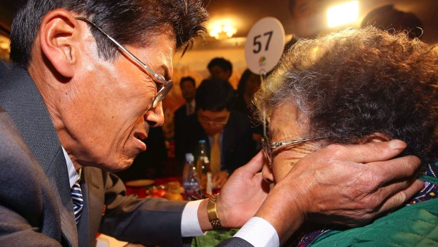 South Koreans Cross Border into North for Final Round of Family Reunions
