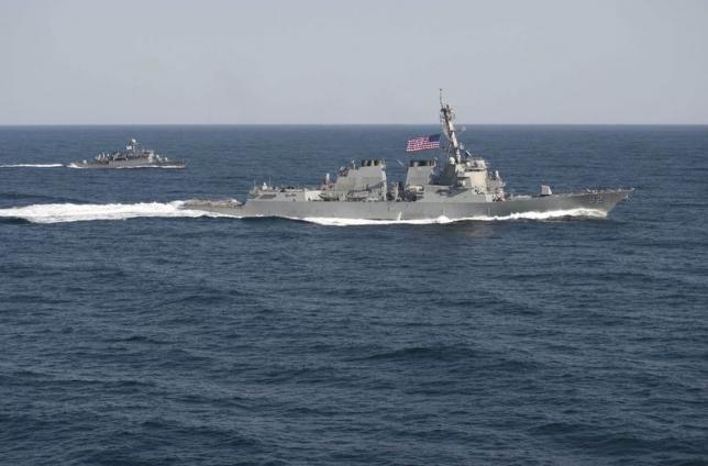 USS Lassen (DDG 82) (R) transits in formation with ROKS Sokcho (PCC 778) during exercise Foal Eagle 2015, in waters east of the Korean Peninsula