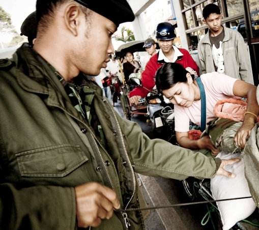 Security at Border Zones in Chiang Rai Stepped up after Paris Attacks