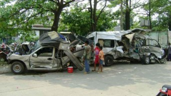 An accident involving 18 cars on Mittaparb Road in Saraburi province on Wednesday killed three and injured some 20 others