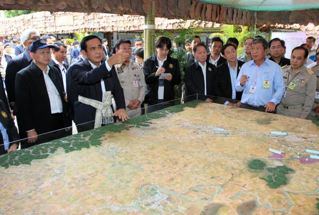 Prime Minister Prayut Chan-o-cha makes a point while being briefed about the planned special economic zone in Tak, during his visit to the northern province