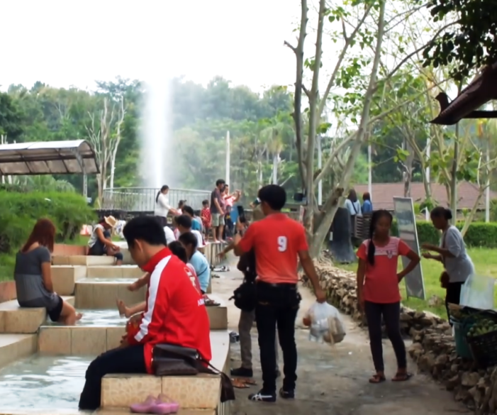 Chiang Rai's Cool Weather Draws Tourists to Hot springs