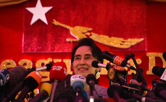 Aung San Suu Kyi Looks for Decisive Majority in Upcoming Elections