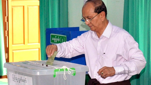 Myanmar President Thein Sein casts his ballot at a polling station in Naypyitaw, Myanmar