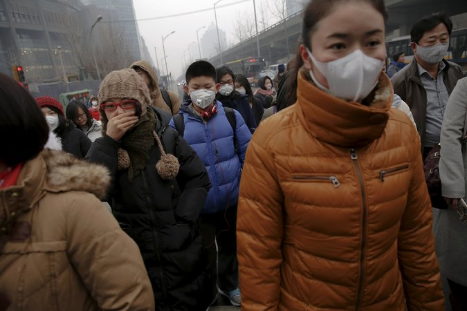 "Thick Choking Smog in Beijing Triggers 72 Hour ""Red Alert"""