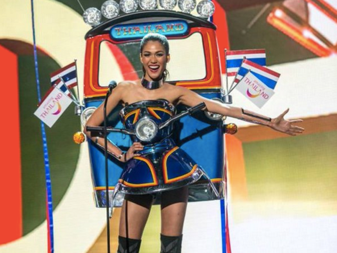 Miss Universe Thailand Wins Best National Costume at Miss Universe 2015 Pageant