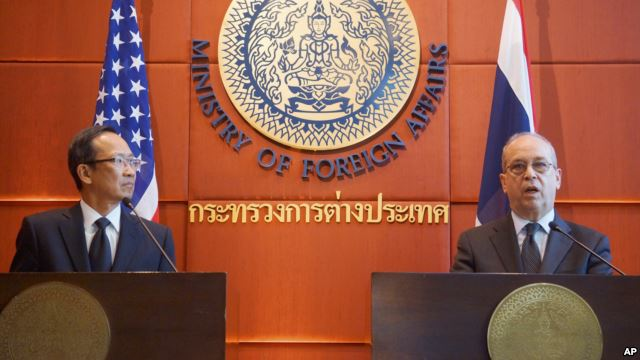 U.S. Assistant Secretary of State for East Asian and Pacific Affairs Daniel Russel, right, and Thai Ministry of Foreign Affairs Permanent Secretary Apichart Chinwanno speak during a joint news conference in Bangkok