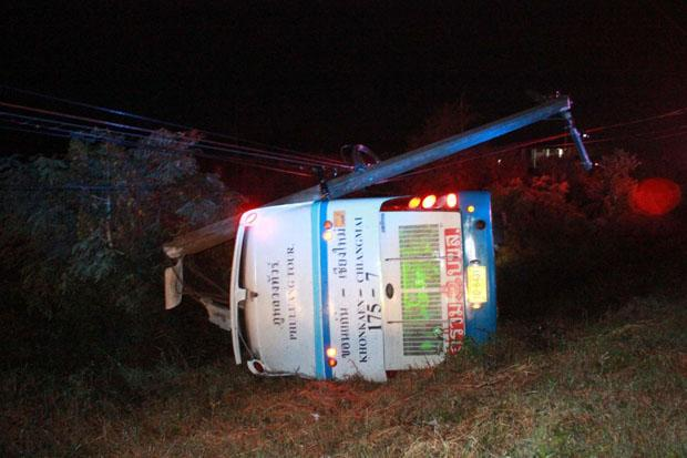 The bus overturns after ramming into a power post in Phitsanulok early Sunday, injuring 27. (Photo by Chinawat Singha)