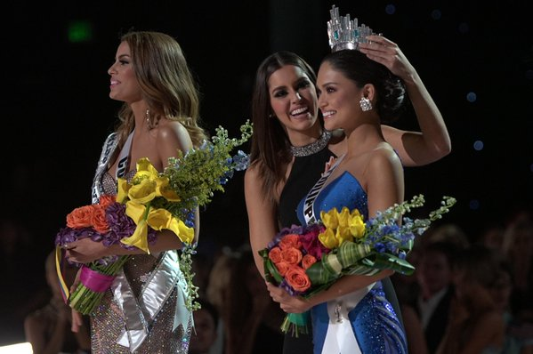 Miss Philippines Crowned Miss Universe, After Epic Blunder by Pageant Host – (See Video)