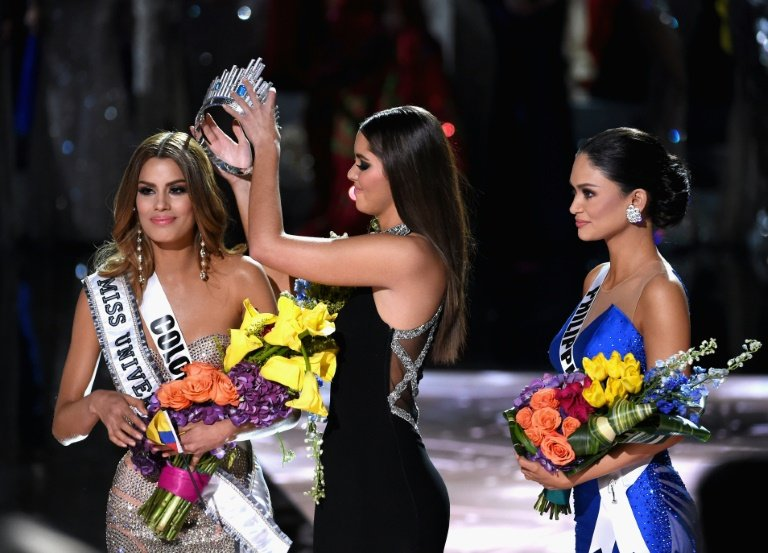 Miss Universe 2014 Paulina Vega of Colombia got the crown from Miss Columbia and placed it on Miss Philippines head.
