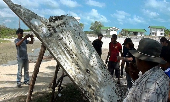 Southern Thai Villagers Find Mystery Passenger Plane Wreckage on Beach