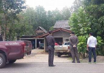 Officers surrounding Pornpichit's house in Trang's Palian district