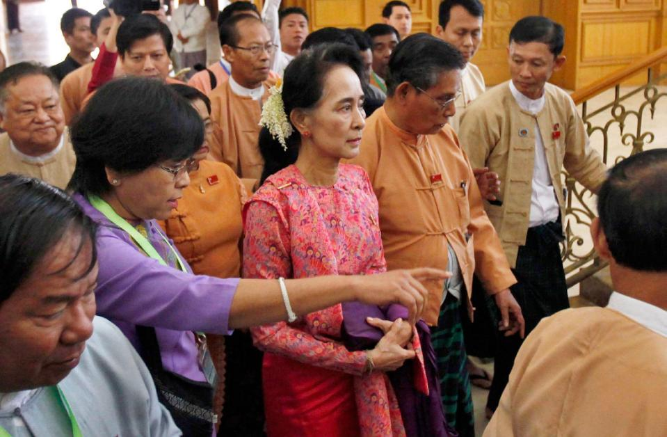 Myanmar's pro-democracy leader Aung San Suu Kyi, center, arrives to participate in the inaugural session of Myanmar's lower house parliament Monday, Feb. 1, 2016 in Naypyitaw, Myanmar. Myanmar's parliament, led for the first time by pro-democracy leader Aung San Suu Kyi's party, began a historic session Monday that will install the country's first democratically elected government in more than 50 years. (AP Photo/Aung Shine Oo)