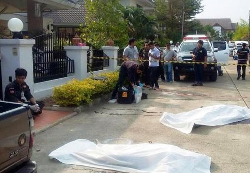 The bodies of a 40 year old Italian man and his 35 year old wife (names withheld) were found outside the man's home in the Nong Kwai area of Hang Dong