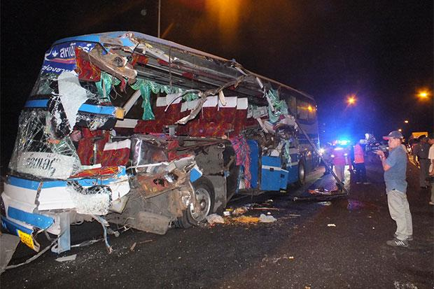 Speeding Inter-Provincial Bus Rams into Asphalt Truck Killing 3 Passengers and Injuring 18