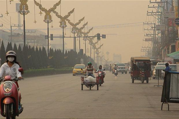 Thick smoke blankets many areas of Chiang Rai province, with particulate matter measured in Mae Sai border district at 215 microgrammes per cubic metres on Saturday morning, exceeding safe levels.