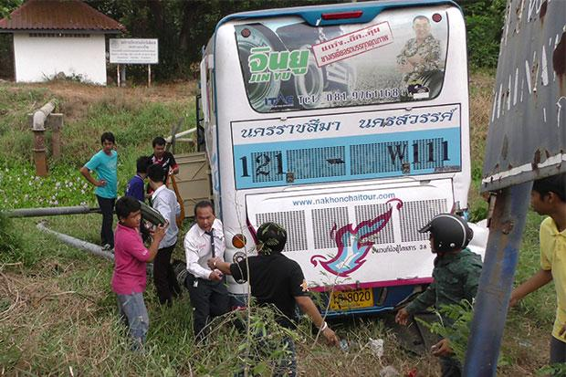 20 Passengers Injured after Bus Plunges into Ditch in Central Thailand