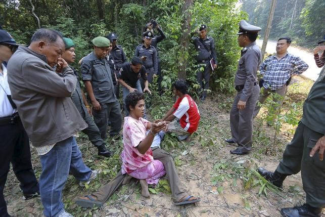 The police lineup of the suspects -- Yim, 25, Pai, 22, Goen 25, Tee, 20, and Boad Mar, 20 border with Cambodia, February 29, 2016. REUTERS/Dailynews
