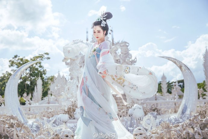 In late 2015 he also criticised a Chinese woman taking photos at his temple while dressed in traditional Hanfu clothing