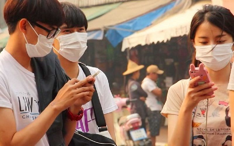 Students wear face masks as helth risk from haze worsens