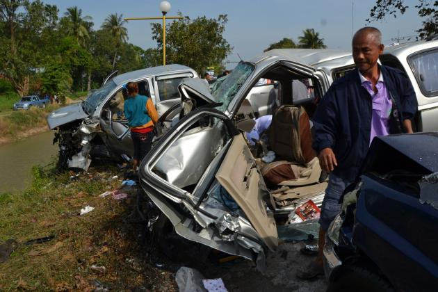 Five people died and two injured in a fatal car accident involving two pickup trucks in Phichit's Pone Thalay district
