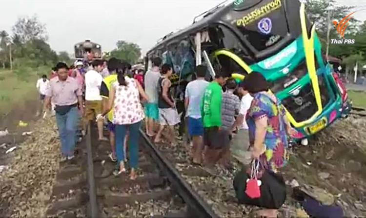 Two bus passengers were  killed and 30 others injured after a chartered bus was hit by the Bangkok-Nam Tok train at Ngiew Rai level crossing in Nakhon Chaisri district of Nakhon Pathom this morning